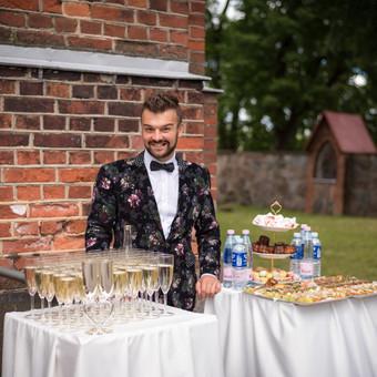 Pagalba prie bažnyčios, mes pasirūpinsime ne tik šampano staliukais bei taurėmis, bet ir svečių koordinavimu.