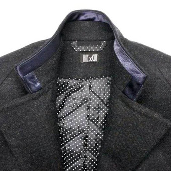 Pagal individualius matmenis sukurtas ir pasiūtas vyriškas žieminis paltas su vilnoniu pašiltinimu.