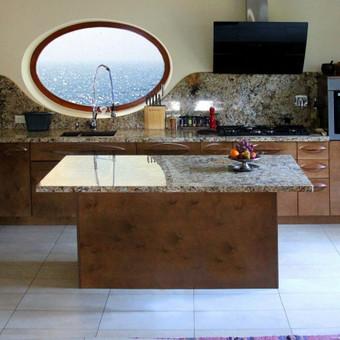 Virtuvė SPA  su originaliais ergonomiškais fasadais