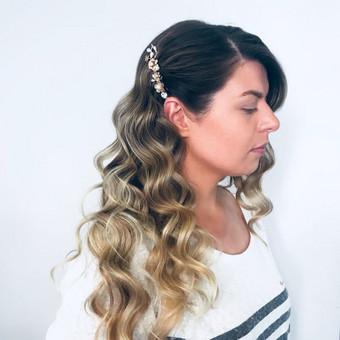 Šukuosenų dizainerės paslaugos proginių šukuosenų formavimas / Simona Gaudzevičiūtė / Darbų pavyzdys ID 504147