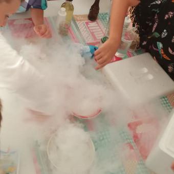 Mokslininko gimtadienis ir sauso ledo eksperimentai!