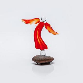 """Raudono stiklo """"Aušros angelas"""" Dydis 10x8cm"""