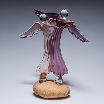 """Skaidraus violetinio ar balto stiklo angelai """"Šokis"""" Dydis 15x12cm"""