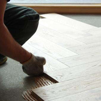 Klojame parketą, parketlentes, laminuotas grindis. / Tomas Kasiulynas / Darbų pavyzdys ID 512417
