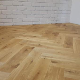 Klojame parketą, parketlentes, laminuotas grindis. / Tomas Kasiulynas / Darbų pavyzdys ID 512421