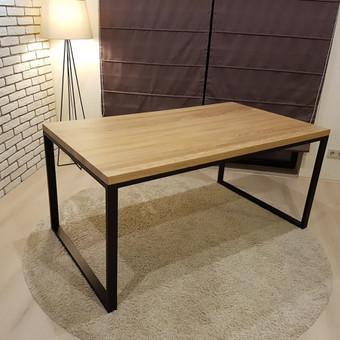 Modernus ąžuolinis valgomojo stalas
