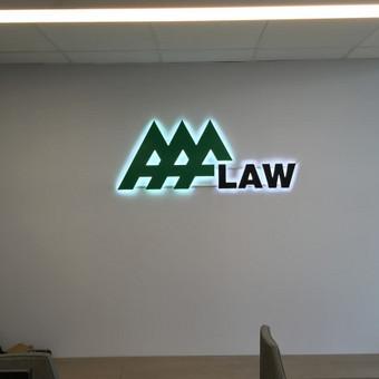 Įmonės logotipai PVC raidės, aureolinis tūrinės raidės apšvietimas, tvirtinta atitraukiant nuo sienos 10 mm