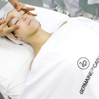 Veido SPA atpalaiduojančios procedūros ( demakiažas, pilingas, serumas, masažas, kaukė ). Trukmė apie 1.5 val