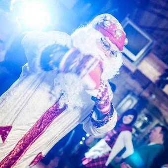 KALĖDŲ SENELIS SAULIUS JŪSŲ ŠVENTĖJE Kokios šv. Kalėdos be Senio šalčio? Suteikiame galimybę į šventinę įmonės vakaronę pasikviesti tikrą Kalėdų Senelį. Senelis dalyvius įtrau ...