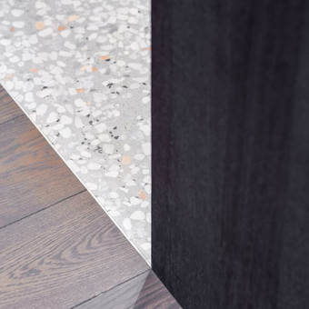 """ULTRATOP cementinė savaime išsilyginanti grindų danga. """"Terrazzo"""" efektas užpildais. Privatus objektas Vilniuje. Interjero dizainas: AKETURI ARCHITEKTAI. Nuotrauka: Norbert Tukaj"""