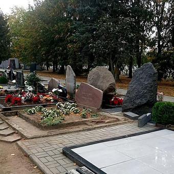 Visi aplinkiniai kapai uždengiami ir saugomi. Po darbų viskas sutvarkoma lyg nieko ir nebuvę.