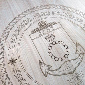 Ąžuolinė apdovanojimų lenta pagal Lietuvos Karinių jūros pajėgų užsakymą