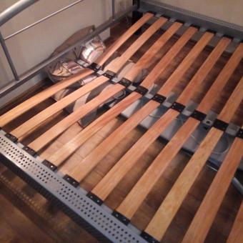 Dažniausiai tenka remontuoti sulaužytas lovas. Tereikia sustiprinti silpnąsias vietas ir tarnaus daiktas dar ilgai ilgai.