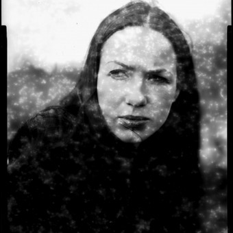 Portretas pagal užsakymą. Nuotrauka atlikta su analogine didelio formato kamera ant 4x5 colių negatyvo plokštelės.