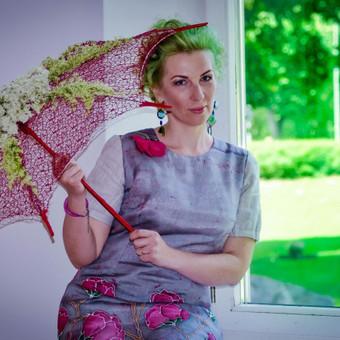 Darbai iš Kedainiu. Ranku darbo gėlėmis dekoruotas skėtis.