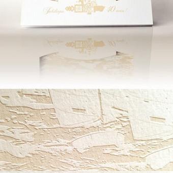 Kvietimo dizainas, nestandartinis lankstymas ir vietoj spaudos panaudotas lazerinis popieriaus graviravimas.