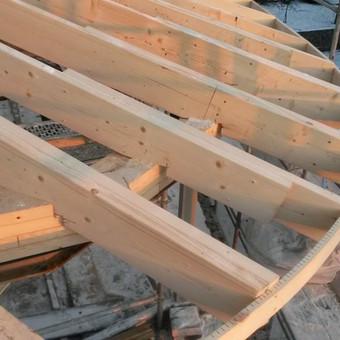 Sudėtingų konstrukcinių sprendimų stogų montavimas