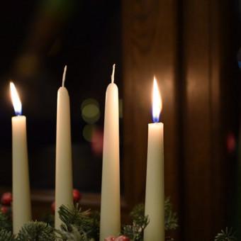 Prisiminkime, kas svarbiausia šiame gyvenime ir pasimėgaukime šiomis kalėdomis. Na, o mes, prisidedame prie šv. Jono Pauliaus II parapijos sveikinimų ir norime jums palinkėti gražiu ir jauki ...