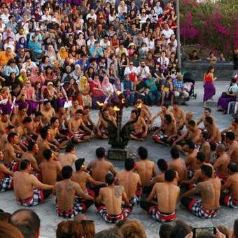 """""""Kechak"""" šokis prie Uluwatu šventyklos, Balis"""