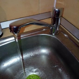 Pagal praktiką pasitaiko: jeigu keičiate po 10 metų vandens žarneles, reikia keisti ir čiaupą.