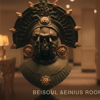 """Muzikinio dueto """"Beisoul&Einius"""" portetinė skulptūra, skirta vaizdo klipui. Plastilinas, gipsas, h - 80 cm."""