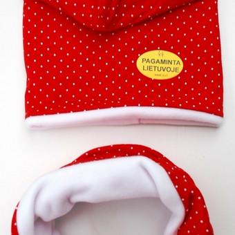 """Kepurės vaikams, su mova """"Nykštukas""""   Žaismingas spalvų derinys primenantis Kalėdas.Šiltos medžiagos kepurė su tokio pat audinio mova – ypač stilingiems vaikams. Dvigubo sluoksnio kepu ..."""
