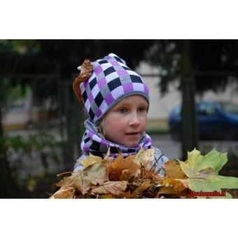Vėjuotą rudenį ir žvarbią žiemą vaiko galvą bei kaklą ne tik apsaugos nuo šalčio, bet ir papuoš langeliais marginta, stilinga kepurė su tokios pat rašto mova. Šis galvos ir kaklo apdan ...