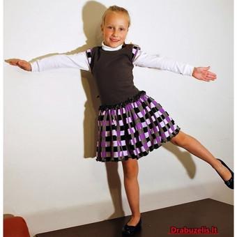 """Suknelė panelei """"Alyva""""   Pilkos ir alyvinės spalvos suknelė vienspalve viršutine dalimi ir languotu sijonu – dailus drabužėlis. Suknelė trumpomis rankovėmis, tačiau pašiltinta – j ..."""