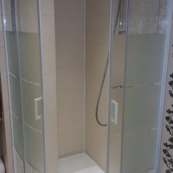 Ifo dušo  kabinos perkėlimas: tvarkingai išmontuojam, ir tvarkingai perkeliam į naują vietą. Darbo daug, bet rezultatas džiugina:)