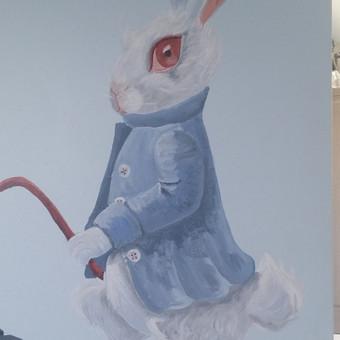 Piešinys ant sienos. Fragmentas. Alisa stebuklų šalyje. Sienų tapyba.