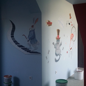Tapyba ant sienos. Alisa stebuklų šalyje, dvi sienos.