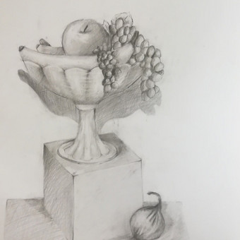 Mergaitės (11m.) pieštas natiurmortas. Popierius, pieštukas. 2019m.
