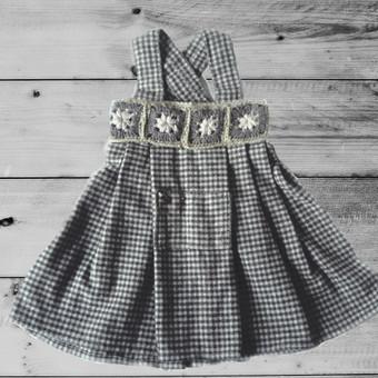 Jau pagamintas  sarafanas - suknelė mergaitei 3-4 m. Audinys - vilnelė, pikai-žalsvas langavimas,  rankom nerti papuošimai. Parduodame Etsy parduotuvėje su 20proc. nuolaida ir nemokamu siuntimu  ...