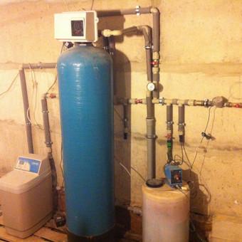 Vandens nugeležinimo ir minkštinimo sistema