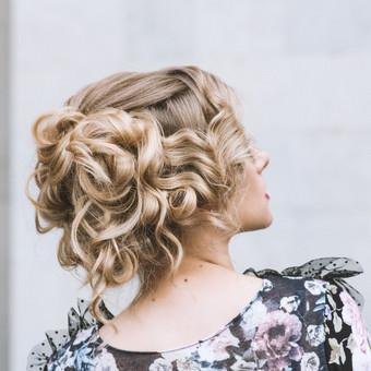 Šukuosenų dizainerės paslaugos proginių šukuosenų formavimas / Simona Gaudzevičiūtė / Darbų pavyzdys ID 628159