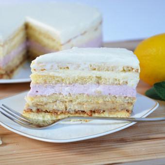 Citrininis – Avietinis tortas  Baltas purus biskvitas, perteptas 3 skirtingais kremais, kurių pagrindas maskarponės sūris: pirmajame ryškus riešutų sviesto skonis, sekančiame gaivus balto  ...