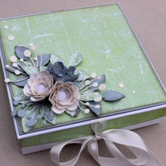 dėžutė- atvirukas, pinigams dovanoti bei linkėjimams rašyti.