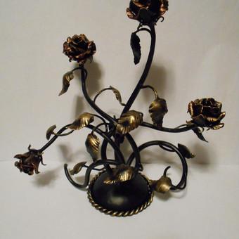 Kalviškos rožės, gali būti laikomos ir lauko sąlygomis. Kaina priklauso nuo žiedų skaičiaus ir kompozicijos.