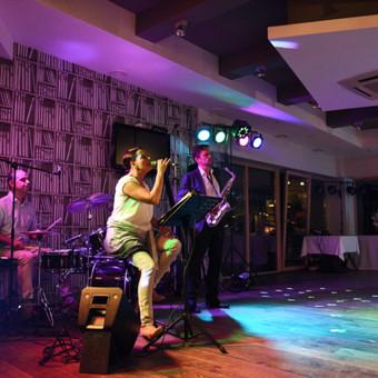 DUCKY DONE gyvos muzikos projektai: romantiškam vakarui