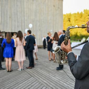 DUCKY DONE projektai: saksofono foninė muzika vestuvėms, vakaro pradžiai