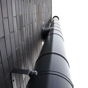 Pristatomas dūmtraukis , dažytas milteliniu būdu, pritaikoma spalva prie bet kokio fasado spalvos arba stoginės dangos spalvos. Montavimas ir gamyba
