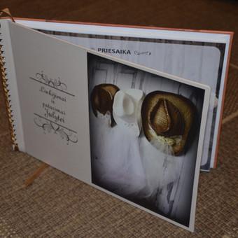 Mergvakario knyga su priesaika. Tušti lapai, kur dalyvės parašo nuotakai palieka asmeninius įrašus.