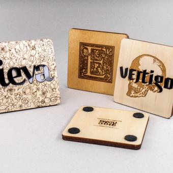 Asmeninės dovanos, originalaus dizaino padėkliukai. Medis su org. stiklo įdėklais