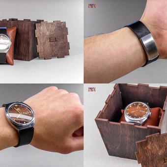 Asmeninė dovana, laikrodžio restauravimas. Vietoj metalinio dirželio pagamintas odinis (išsaugant originalią furniturą), pagamintos odinė pagalvėlė bei medinė dėžutė su graviravimu