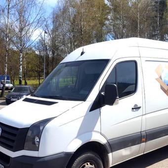 Krovinių pervežimas kelių transportu – tai Movers.lt specializacija. Krovinių pervežimas didžiuosiuose Lietuvos miestuose 13 eur/h minimalus iškvietimas 2h. Užmiestyje: 0,40 eur/km.