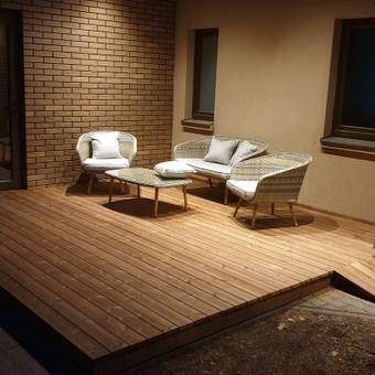Įrengiame įvairaus tipo terasas, konsultuoja terasų priežiūros klausimais.