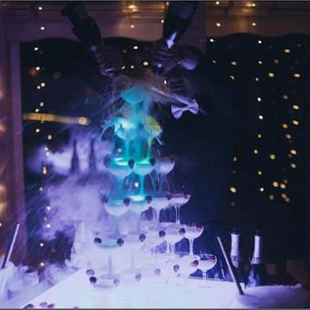 Šampano taurių piramidės ir sauso ledo efektų šou / Darius Klimavičius / Darbų pavyzdys ID 687347