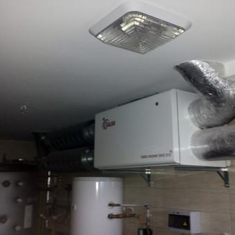 Pasyvaus namo rekuperacinė oro vėdinimo sistema. Sumontuotas energiją taupantis rotorinis rekuperatorius.