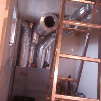 Gyvenamo namo rekuperatoriaus montavimo darbai.