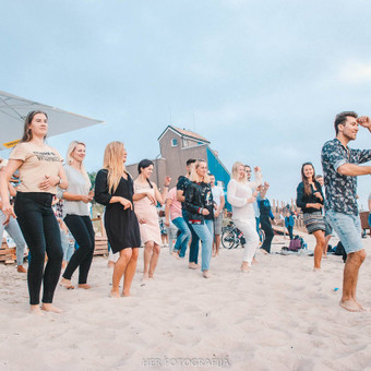 Pramoginių šokių pamokos suaugusiems Klaipėdoje.  Mėnesiui 30 EUR/žm. (8 pamokos) Mėnesiui 20 EUR/žm. (4 pamokos)